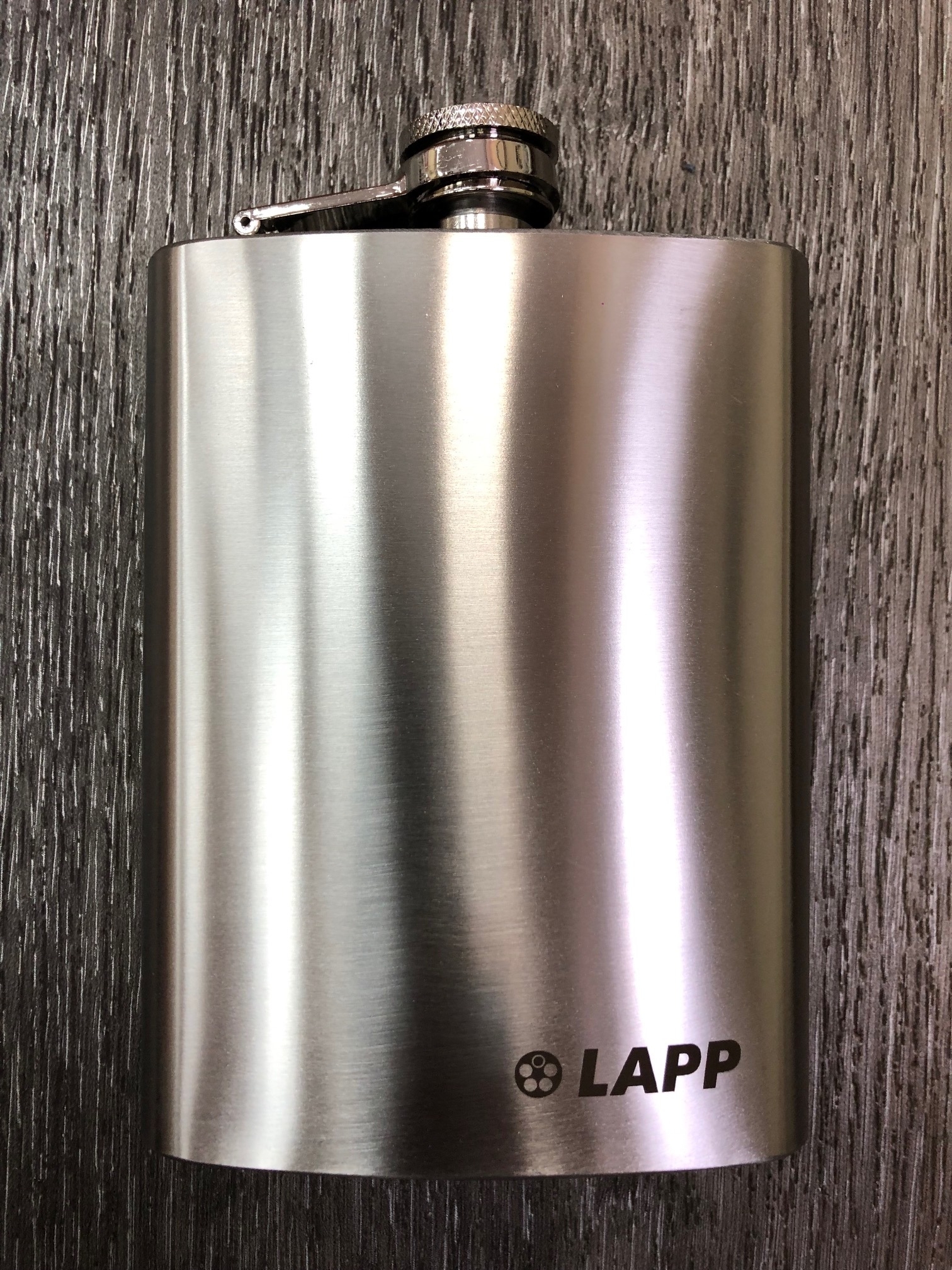 Металическая фляга с гравировкой логотипа LAPP