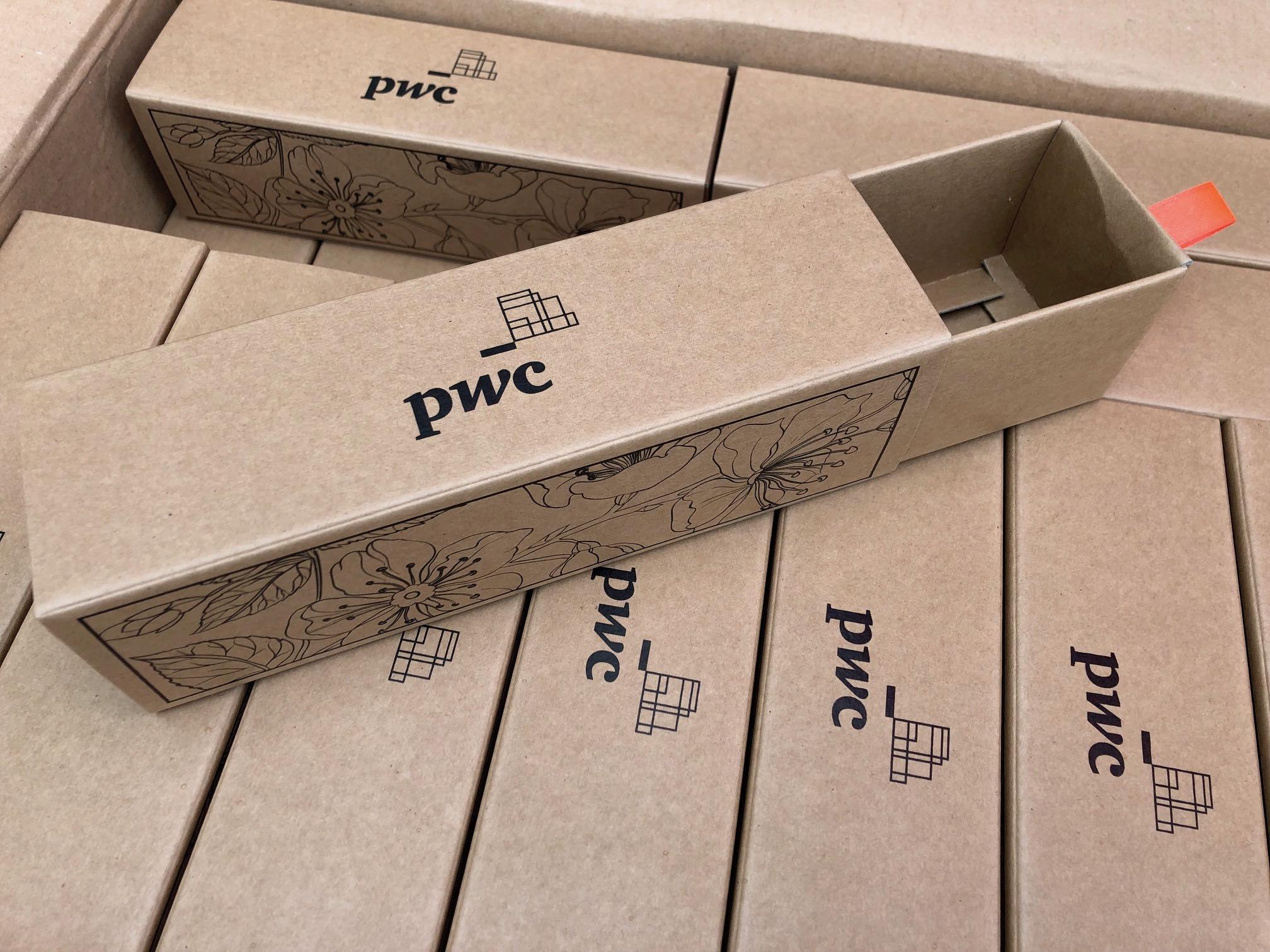 Подарочная коробочка для сладостей с индивидуальным дизайном PwC