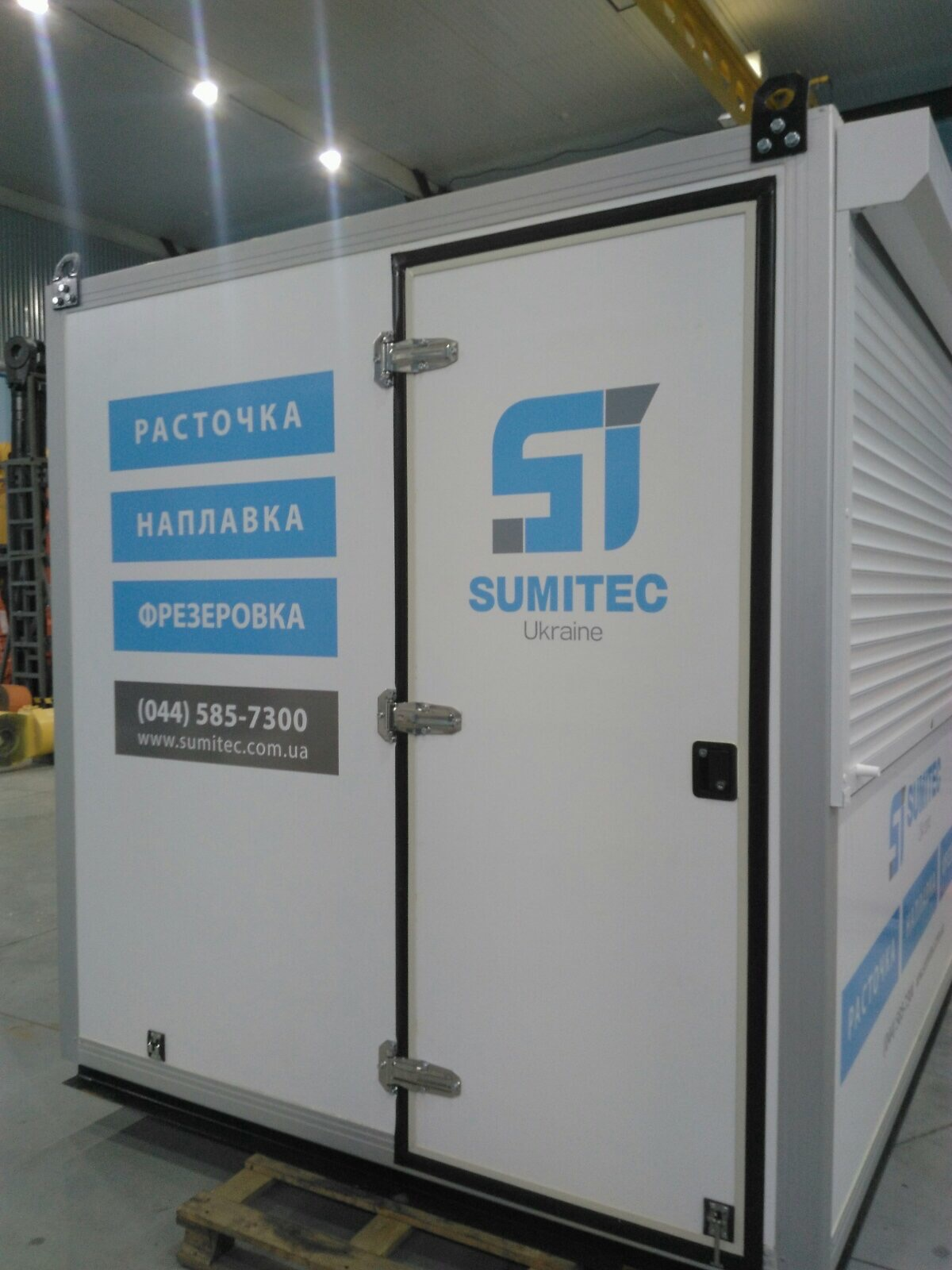 Рекламно-информационная оклейка контейнера